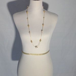 Jewelry - Faux pearl & gold necklace